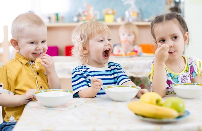 Tips for eating in and dining out with children